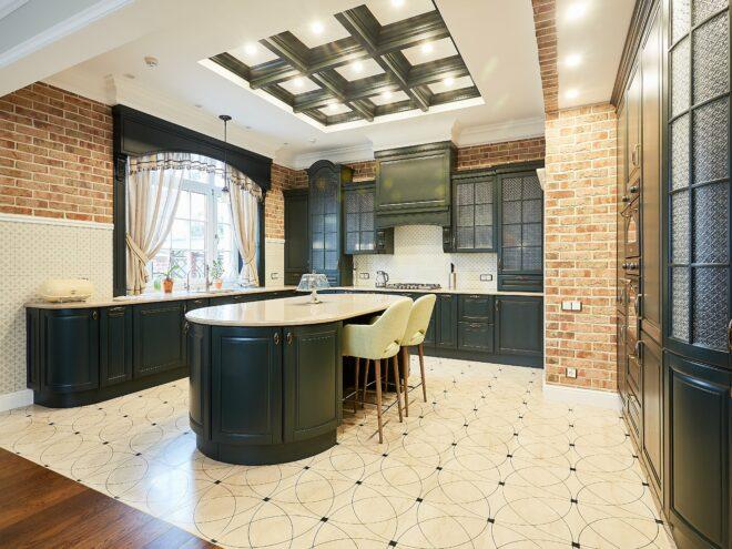 Кухня в современном классическом интерьере